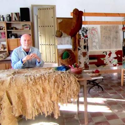 Juan José Ponce en su estudio de trabajo